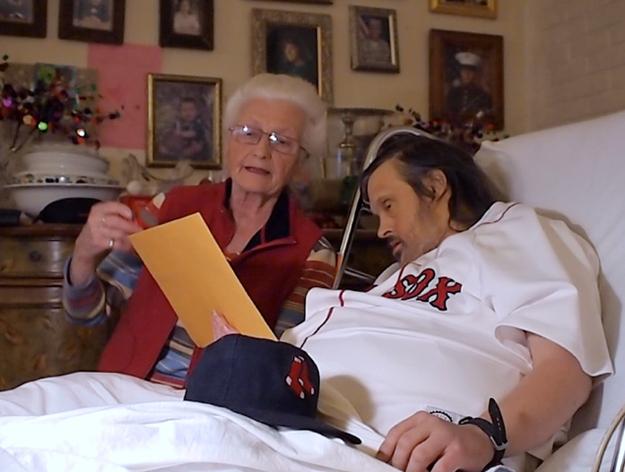 Scott Widak est atteint du syndrome de Down et souffre d'une maladie du foie, et il aime beaucoup recevoir du courrier. Son neveu Sean a envoyé un message sur le site Reddit et depuis, les utilisateurs du site ont répondu par des centaines de lettres, et même des cadeaux.