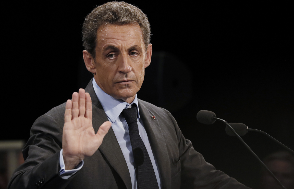"""Former French president and candidate for the right-wing """"Les Republicains"""" (LR) party primary ahead of the 2017 presidential election Nicolas Sarkozy delivers a speech during a meeting on September 12, 2016 in Provins. / AFP PHOTO / Thomas SAMSON"""