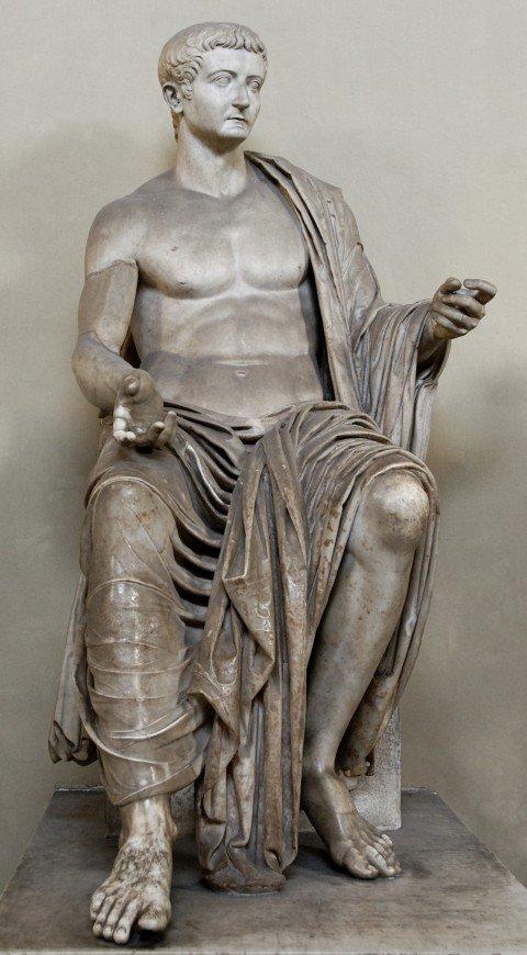 Une statue en marbre de l'empereur Tibère, 37 ap. J.-C. (Wikimedia Commons)